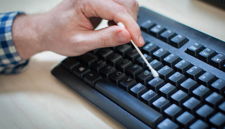Καθαρισμός πληκτρολογίου υπολογιστή